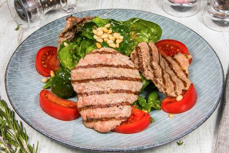 Теплый салат из говяжьей вырезки