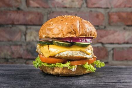 Бургер-меню с куриной котлетой