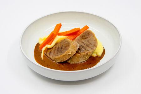 Язык говяжий с картофельным пюре