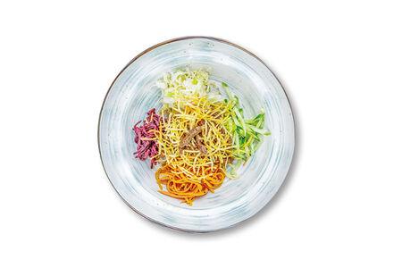 Салат с говядиной и маринованными овощами