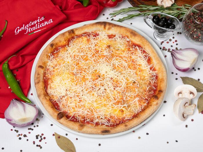 Пицца Четыре сыра с красным соусом