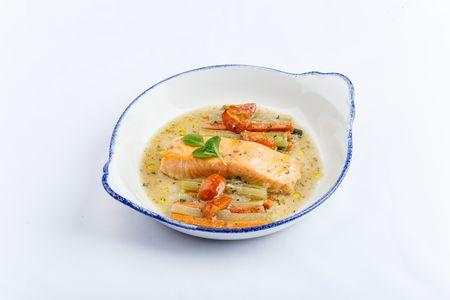 Запеченный лосось с овощами