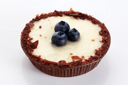 Пирожное Панье с черникой и ванильным кремом