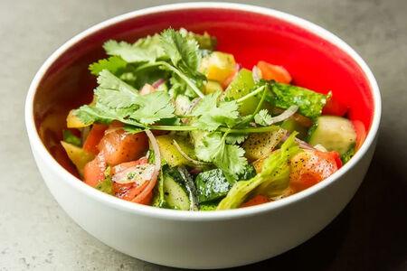 Салат со свежими овощами