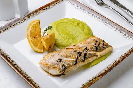 Филе судака с пюре из брокколи
