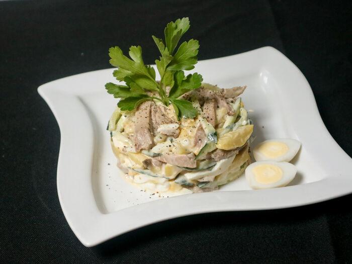 Салат столичный с ростбифом