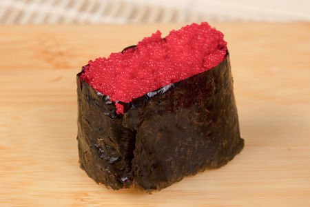 Суши с рубиновой Масаго