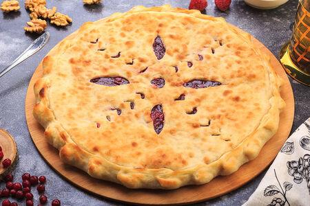 Осетинский пирог с клубникой и брусникой