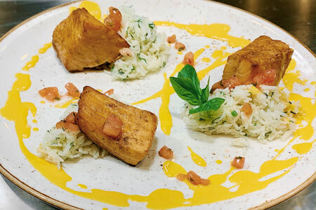 Филе лосося с имбирным соусом