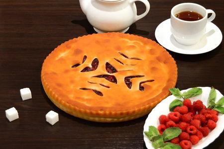 Осетинский пирог с малиной