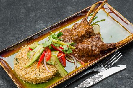 Каре ягненка с карри и рисом басмати