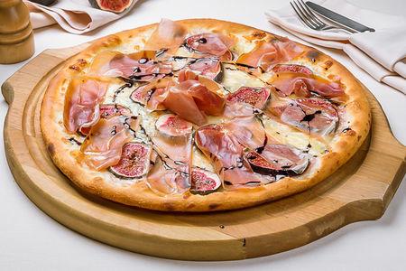 Пицца с инжиром и пармой