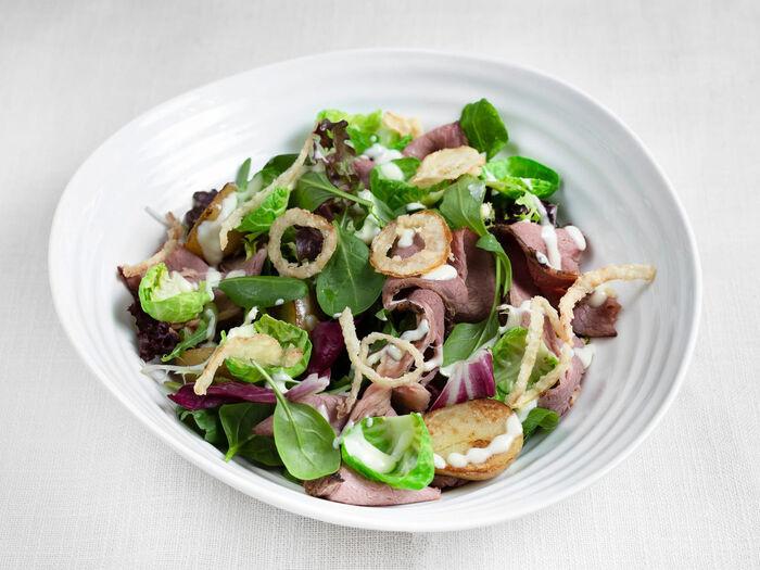 Салат с пастрами и брюссельской капустой