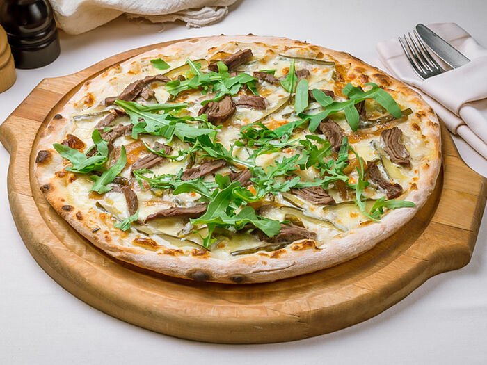 Пицца Бьянко с говядиной и халапеньо