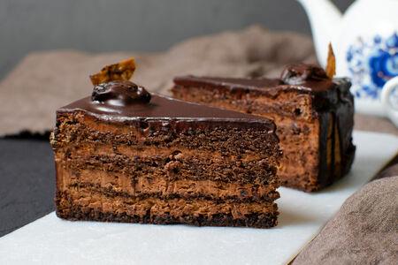 Торт Шоколадный с коньяком и черносливом
