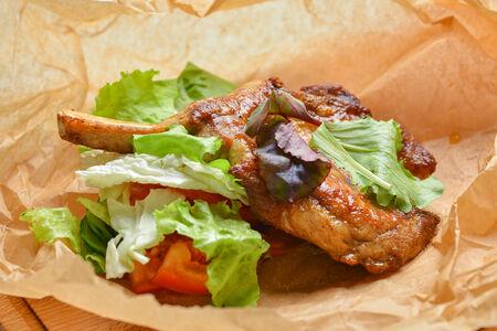 Свиной Клаб-стейк с салатом