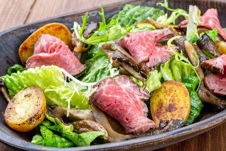 Салат с ростбифом и вешенками
