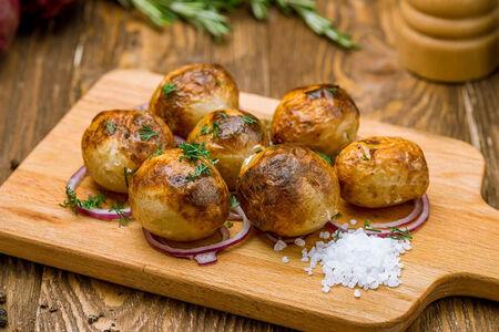Мини-картофель на углях