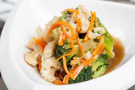 Брокколи с цветной капустой в устричном соусе