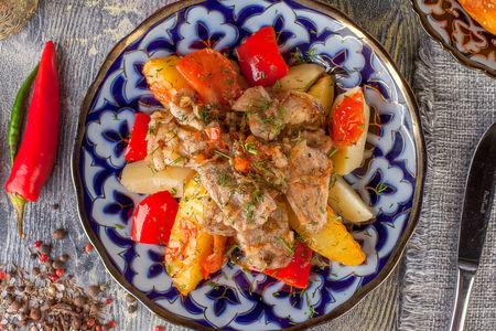 Обжаренное мясо свинины с картофелем