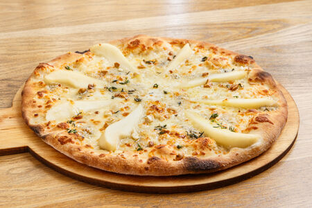 Пицца Четыре сыра с грушей