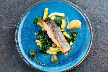 Норвежский лосось с овощным соте