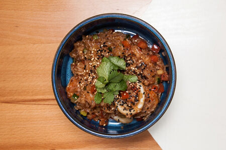 Креветки и кальмар в остро-чесночном соусе с рисом