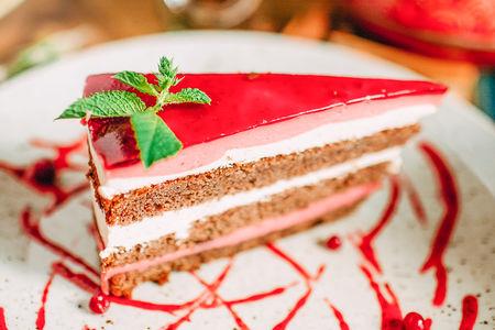 Торт черемуховый с брусничным муссом
