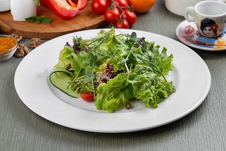 Стейк-салат с баклажаном и каперсами