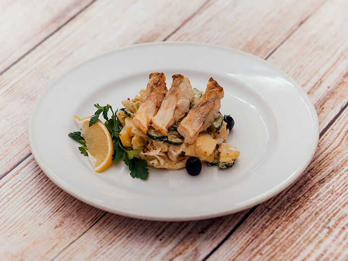 Салат рыбный из судака в горчичной заправке