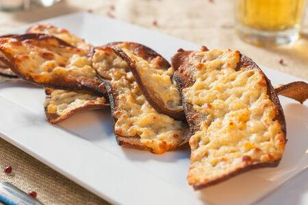 Гренки из ржаного хлеба, запеченные в пармезане