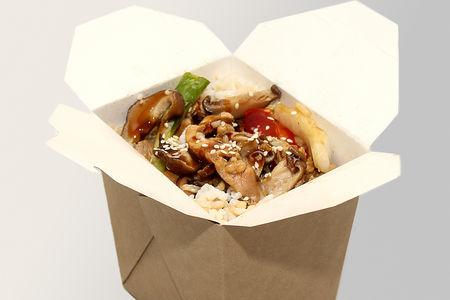 Жареный рис с курицей и шиитаке
