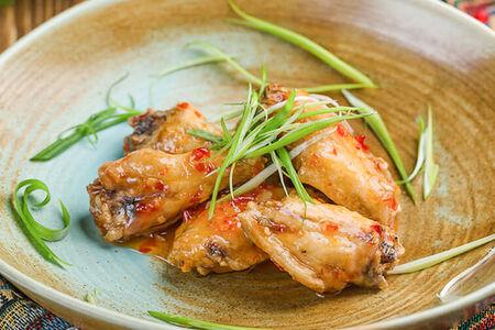 Куриные крылья в сладко-остром соусе