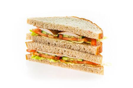 Сэндвич Биг-клаб с лососем и сливочным сыром