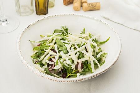 Салат с козьим сыром и тархуном