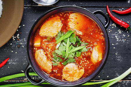 Суп Кимчи Тиге с курицей