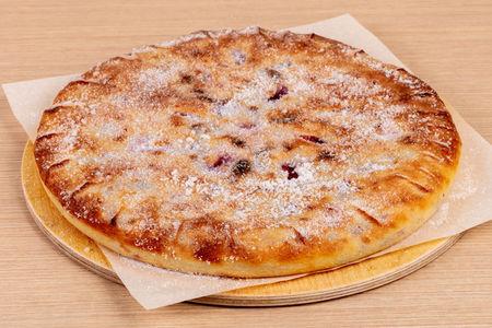 Осетинский пирог с яблоком и вишней
