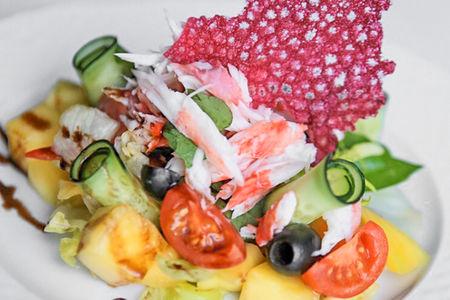 Салат с крабом и грушей