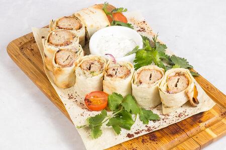 Люля-кебаб с сыром с курицей и телятиной
