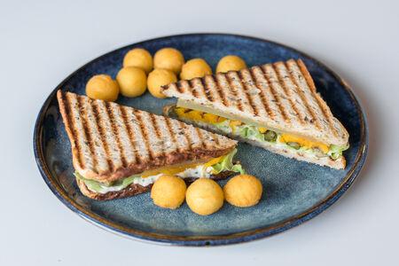 Сэндвич с копченой тыквой и соленым мармеладом