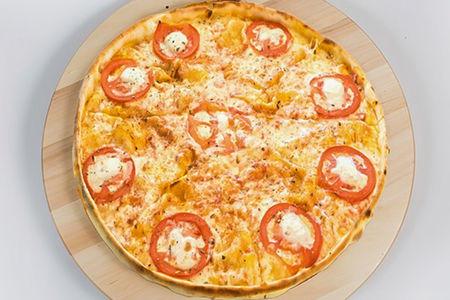 Пицца с лососем и сливочным сыром