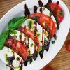 Фото к позиции меню Моцарелла с томатами и базиликом