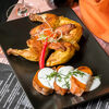 Фото к позиции меню Цыпленок с бататом и йогуртовым соусом