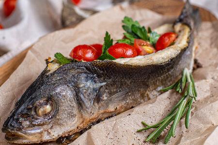 Сибас на гриле с овощами