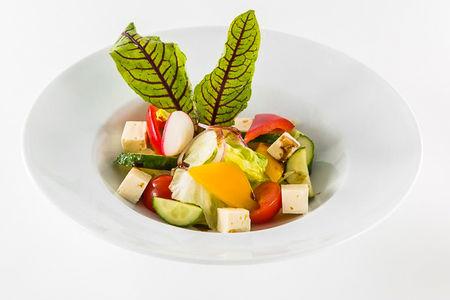 Салат Овощной с сыром брынза