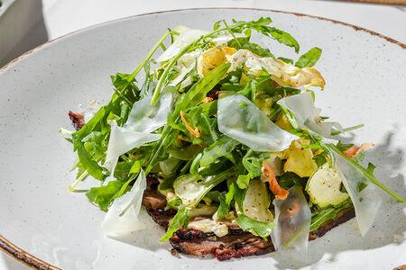 Салат с копчёным брискетом