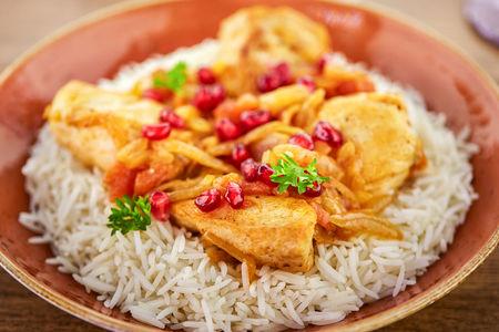 Филе цыпленка с помидорами, гранатом и рисом