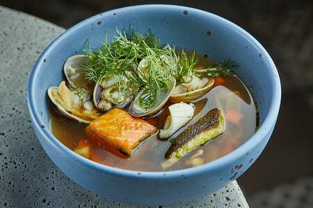 Суп из трех видов рыб с монголе с водорослями комбу