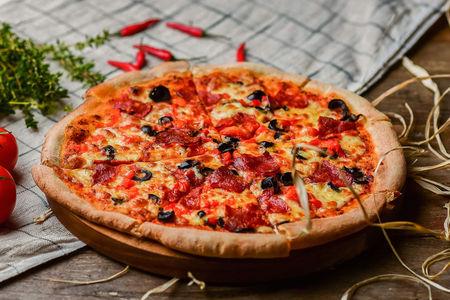 Пицца Пепперони с острыми колбасками