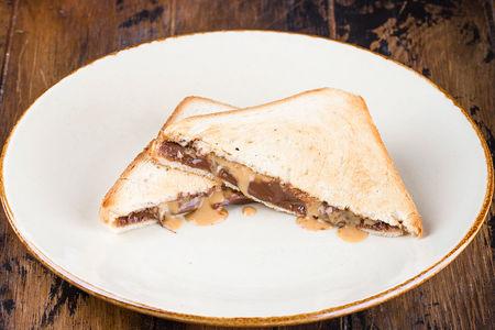 Тост с арахисовой пастой и нутеллой